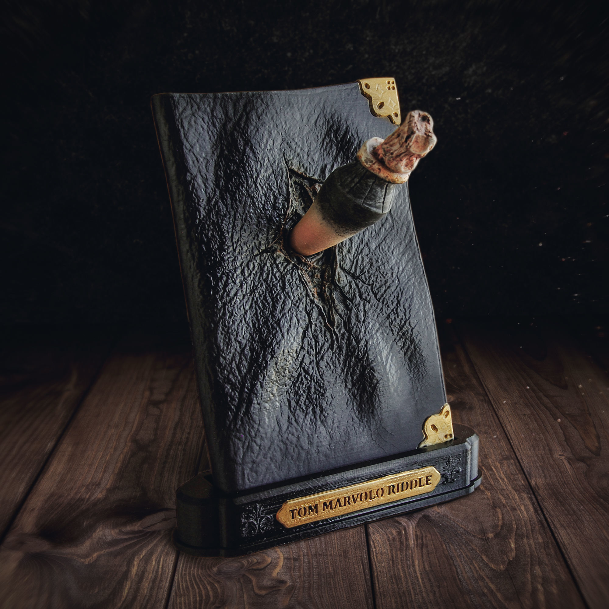 Tom Riddle Diary and The Basilisk Fang - Harry Potter