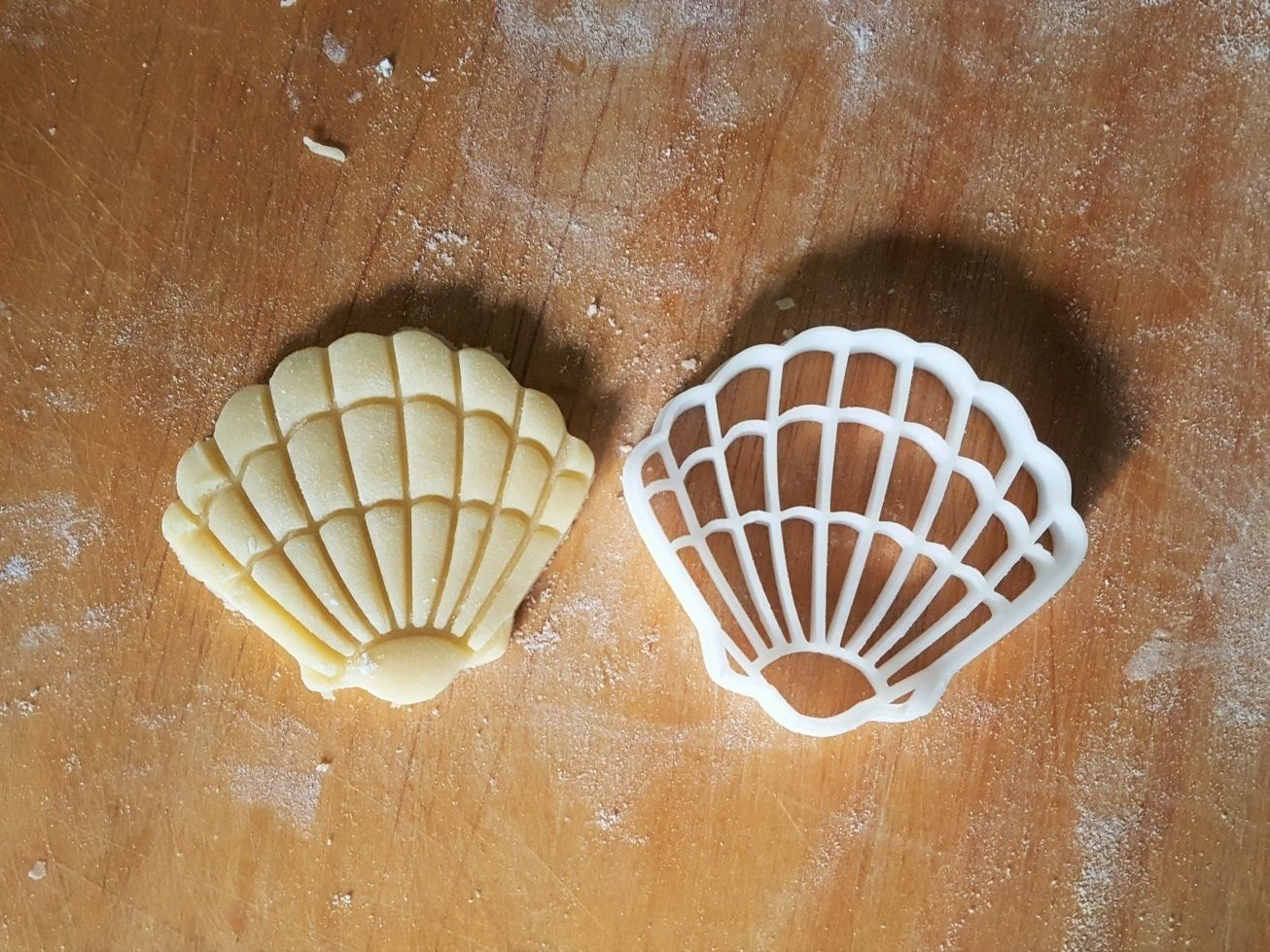 Shell cookie cutter