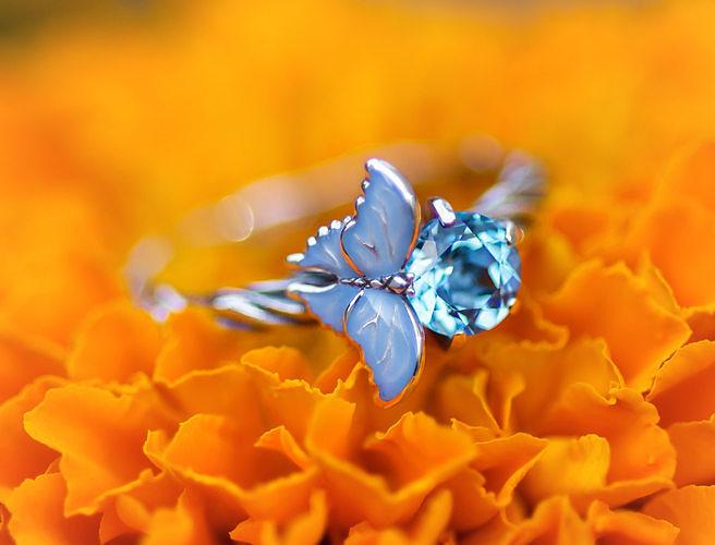 Pure Ice enamel ring