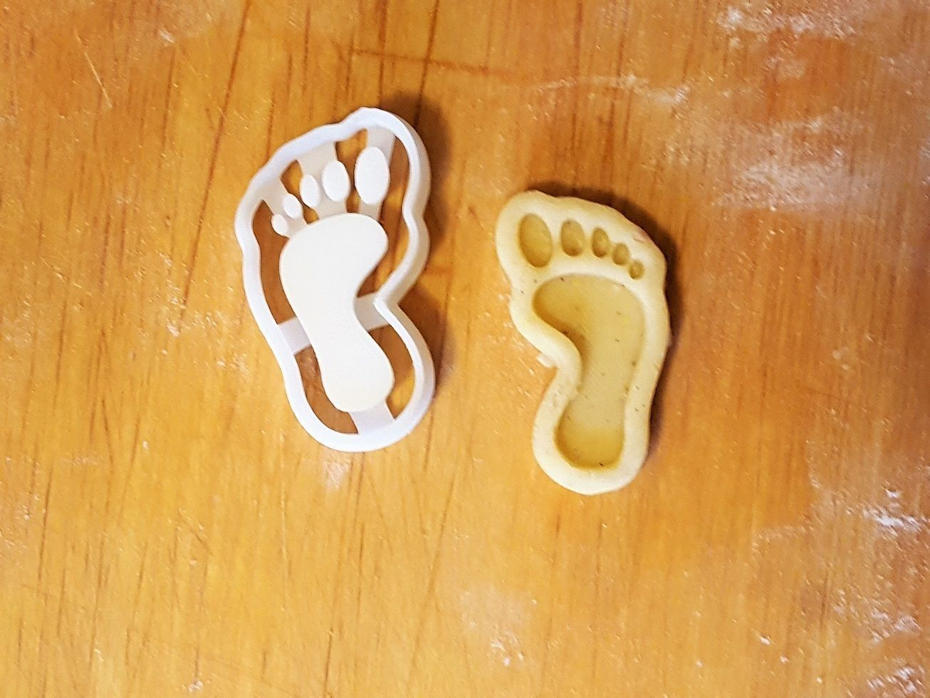 Foot cookie cutter