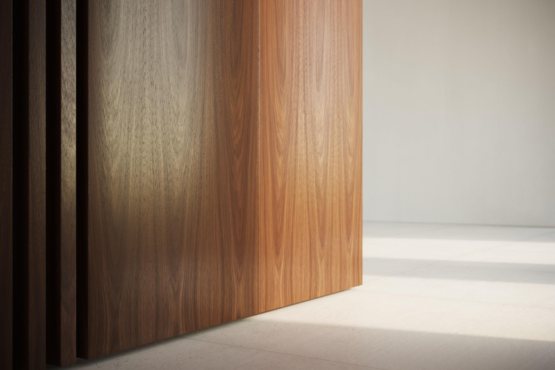 Walnut face cut veneer texture