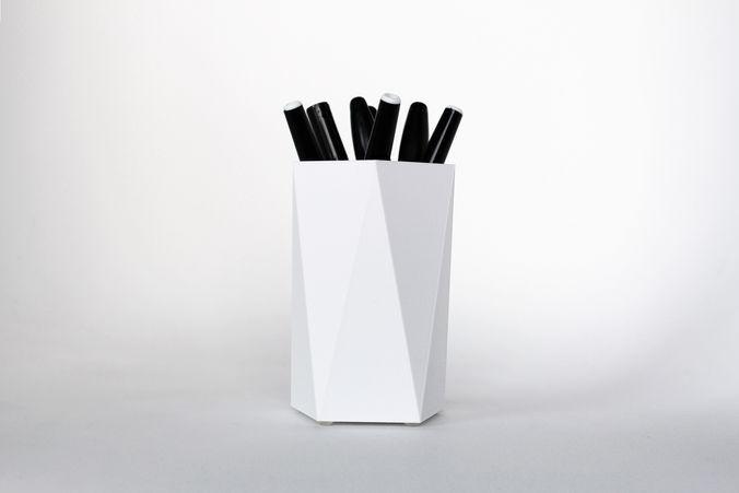 008i - pen holder - simple faceted -  3d model stl 1