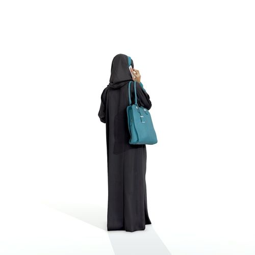 arabic-woman-talking-on-the-phone-arwom0